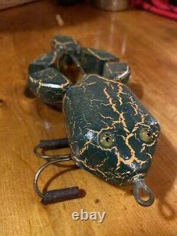 OLD FROG FOLK ART HAND CARVED WOOD FISHING LURE Mechanical