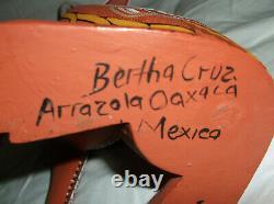 VINTAGE OAXACAN WOOD CARVING FOX BY 1st WAVE MASTER CARVER BERTHA CRUZ