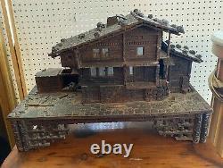 Antique Allemand Sculpté Forêt Noire Folk Art Swiss Chalet Cabin Coffret De Boîte À Musique