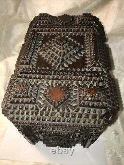 Antique Des Années 1800 Black Forest Chip Carved Tramp Folk Art Jewelry Trinket Coudre Box