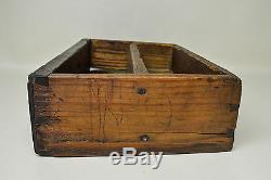 Antique Folk Art Noyer Hanging Spice Box Avec Designs Sculpté À La Main Early 1800 Pour