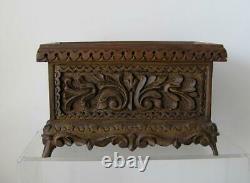 Antique Folk Art Wood Carved Footed Box Finement Sculpté Avec L'étiquette Originale