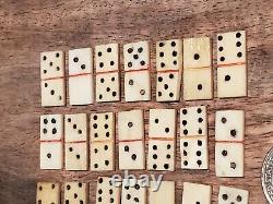Antique Hand Made Sculpté Naturel Réel Os Mini Domino Set Toy Folk Art Game Box