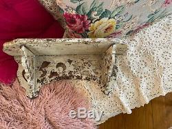 Antique Primitif Vieux Peintes À La Main Carved Folk Art Wall Shelf-best Chippy Blanc