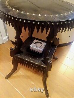Bizarre Antique Tramp Art Lamp Table Folk Art Sculpté Gothique Ooak 1900 Ronde
