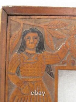 Bois Folk Art Antique Sculpté Cadre Homme Et Une Femme Et Un Château