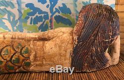 Bois Sculpté À La Main Sirène Couchée Sur L'art Populaire Vintage Side Peint Décor Nautique