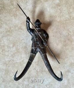 Chapeau D'art Populaire De Noyer Sculpté Antique, Gustav Vasa, Crochets De Corne De Chèvre