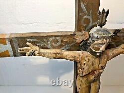 Croix Mexicaine Avec Le Christ Antique Véritable Art Folklorique Sculpté À La Main Peint Vintage