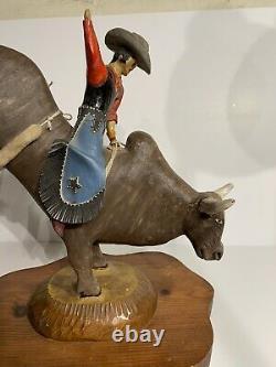Fantastique Vintage Sculpture D'art Populaire Américain De Cowboy Rodeo Bull Rider