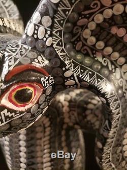 Lapin Nocturnal Alebrije Oaxacan Sculpture Sur Bois D'art Populaire Par Sergio Santiago