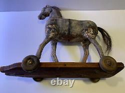 Orig Antique Sculpté À La Main Primitive Folk Art Childs Jouet Cheval Sur Base En Bois