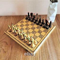 Soviétique Jeu D'échecs Sculpté À La Main En Bois Russie Vintage Urss Antique Art Populaire