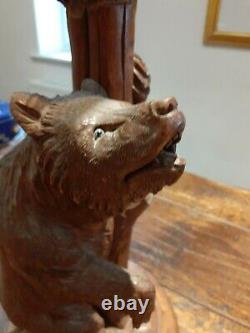 Tall Antique Forêt-noire Table / Lampe De Bureau Art Populaire Sculpté Ours