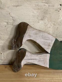 Vieille Girouette Américaine De Bois D'art Populaire De Cru Comme La Sculpture De Signe D'un Baleinier