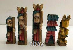 Vintage Santo Main Sculptée Et Peinte À La Main Colonial Style Chess Set Folk Art